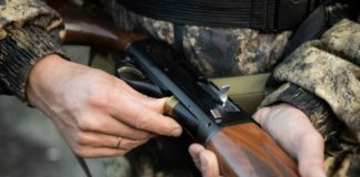 Close-up of a duck hunter hands loading his shotgun | Outdoor Newspaper